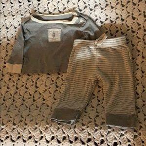 Like new newborn organic shirt & pants set grey
